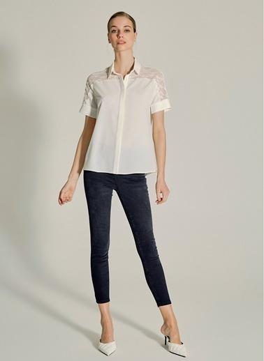 NGSTYLE Dantel Detaylı Gömlek Beyaz
